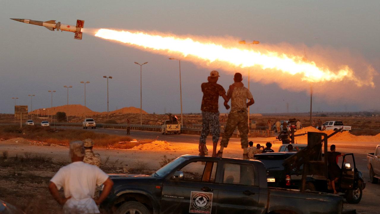 या यादीत आठव्या स्थानावर आहे तो लीबिया देश. सतत वाढणारे अपराध, गृहयुद्ध यांमुळे हा देश राहण्यास धोक्याचा झाला आहे.