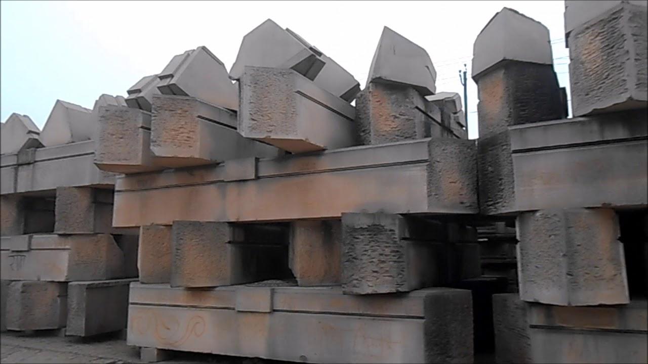 राम मंदिराच्या प्रस्तावित प्रतिकृतीला प्रमाण मानून दगडी कोरीव काम आणि खांबांवरचं नक्षीकाम या कार्यशाळेतच पूर्ण केलं जातंय. प्रत्यक्ष रामजन्मभूमीवर मंदिर उभारण्यासाठी यामुळे अजिबात वेळ लागणार नाही.