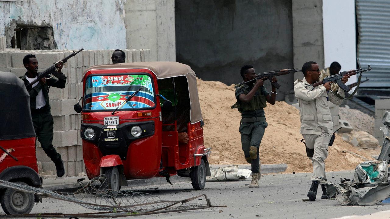 सहाव्या स्थानावर सोमालिया देशाचं नाव आहे. तिथे दहशतवाद आणि सैन्य संघर्षामुळे तिथे राहणं हे अत्यंत धोकादायक आहे.