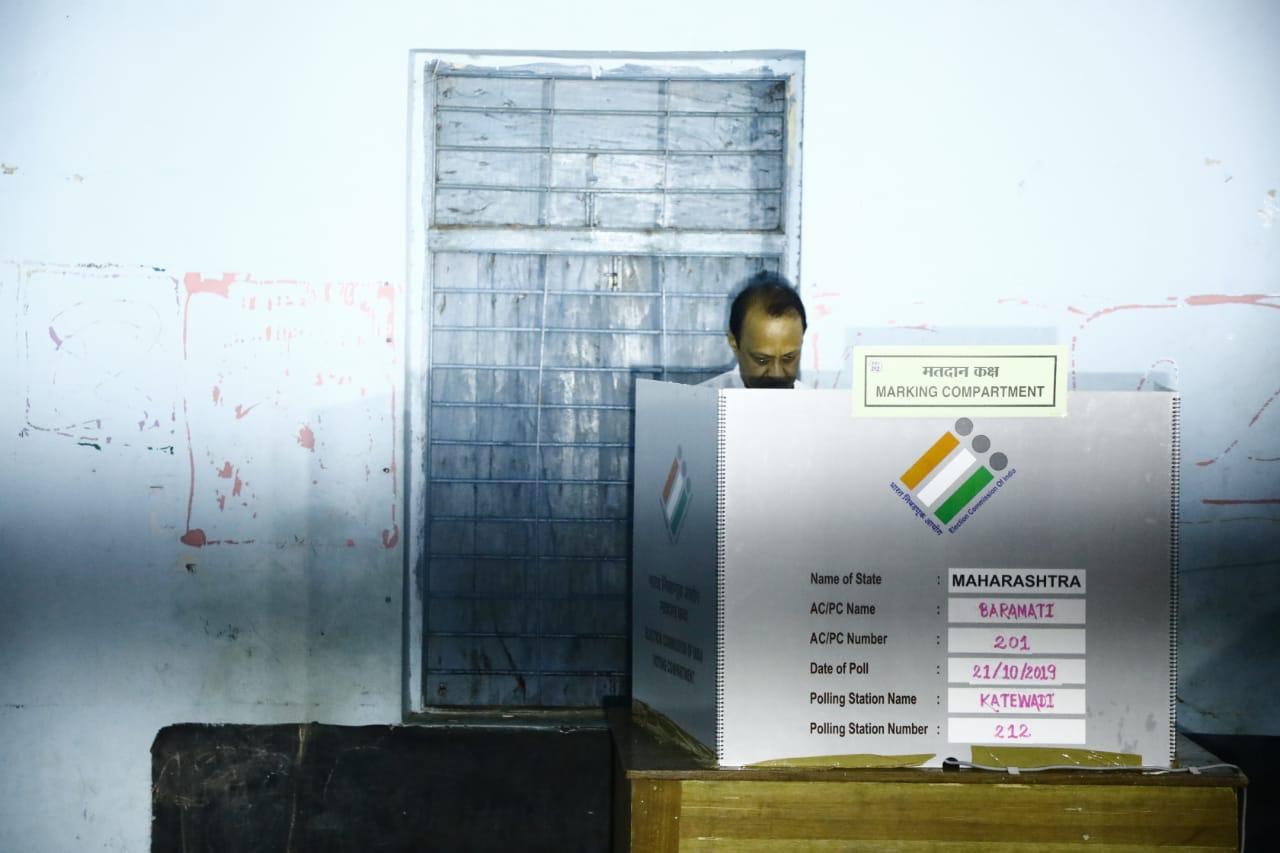 बारामती विधानसभा मतदार संघांचे उमेदवार अजित पवार यांनीही मतदान केलं .