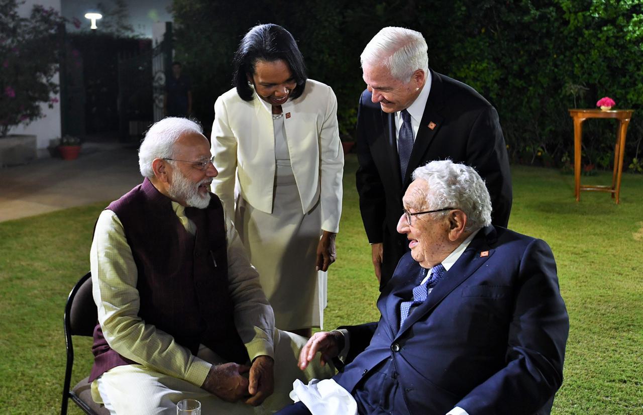 जेपी मॉर्गनच्या या सदस्यांमध्ये जगभरातल्या अनेक दिग्गजांचा समावेश होता. यात अमेरिकेचे माजी परराष्ट्रमंत्री हेन्री किसिंजर, कोंडालीसा राईस, रॉबर्ट गेट्स, ब्रिटनचे माजी पंतप्रधान टोनी ब्लेअर, ऑस्ट्रेलियाचे माजी पंतप्रधान जॉन हॉवर्ड आणि टाटा समुहाचे प्रमुख रतन टाटा उपस्थित होते.