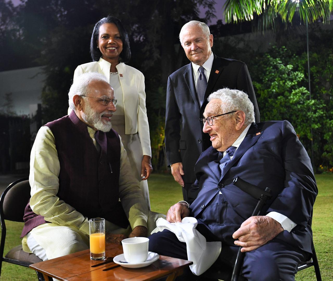 या सगळ्या मान्यवारांच्या बैठकीलाही पंतप्रधानांनी संबोधीत केलं. त्यानंतर आपल्या निवासस्थानी त्यांनी सर्व दिग्गज नेते आणि मान्यवरांशी अनौपचारिक संवाद साधला.