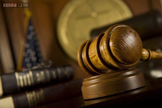 सीआरपीसी सेक्शन 160 अंतर्गत पोलीस महिला साक्षीदाराला पोलीस ठाण्यात साक्ष देण्यासाठी बोलावू शकत नाहीत.