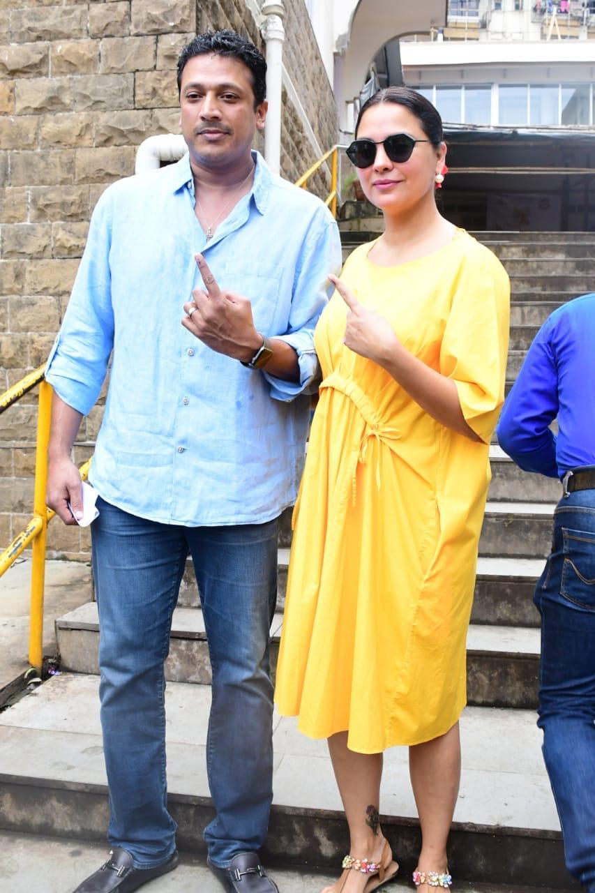अभिनेत्री लारा दत्ता आणि पती टेनिसपटू महेश भूपती यांनीही मतदानाचा हक्क बजावला.