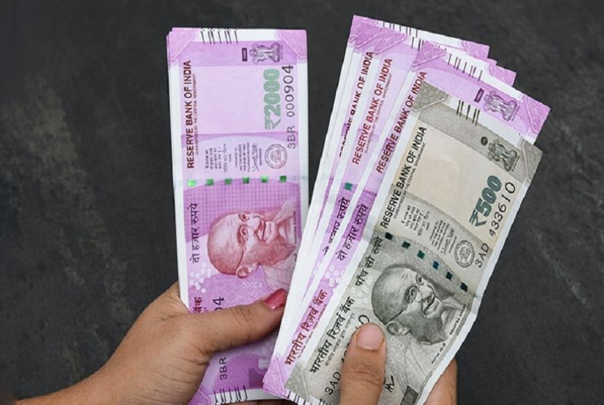 जगभरात सर्वात जास्त करन्सी रिझर्व्ह डॉलर आहे. करन्सी रिझर्व्हमध्ये अमेरिकन डॉलरची भागीदारी 6.74 लाख कोटी डॉलर एवढी आहे. जागतिक करन्सीमध्ये डॉलरची एकूण भागीदारी 61.82 टक्के आहे.