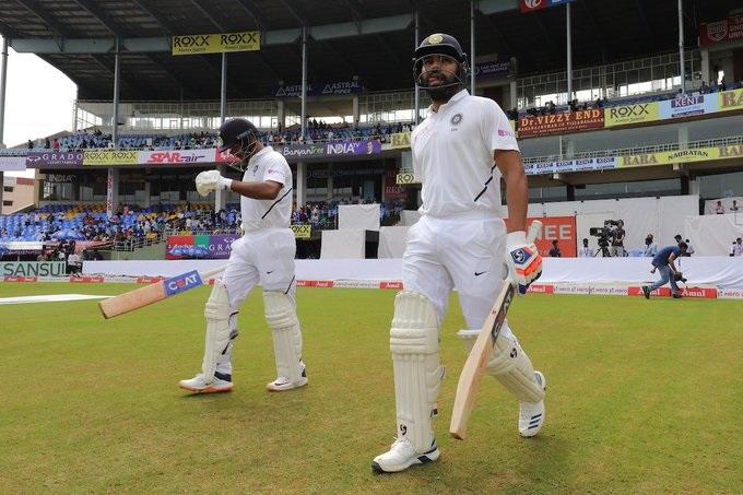 भारतीय क्रिकेटच्या इतिहासात पहिल्यांदाच असे झाले आहे की, सलामीला पदार्पण करणाऱ्या खेळाडूनं शतकी खेळी करण्यासाठी 4 षटकार लगावले आहे.