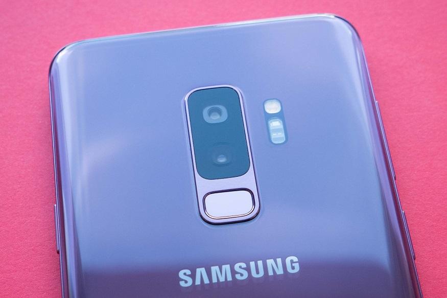विशेष म्हणजे 45 वॅटच्या फास्ट चार्जिंगसह 4 हजार 500 एमएएच पॉवरची बॅटरी देण्यात येणार आहे असंही रिपोर्टमध्ये म्हटलं आहे. या मॉडेलबद्दल सॅमसंगकडून अद्याप कोणतीही घोषणा करण्यात आलेली नाही. तसेच याची किंमत 61 हजार रुपयांपर्यंत असू शकेल असं म्हटलं जात आहे.