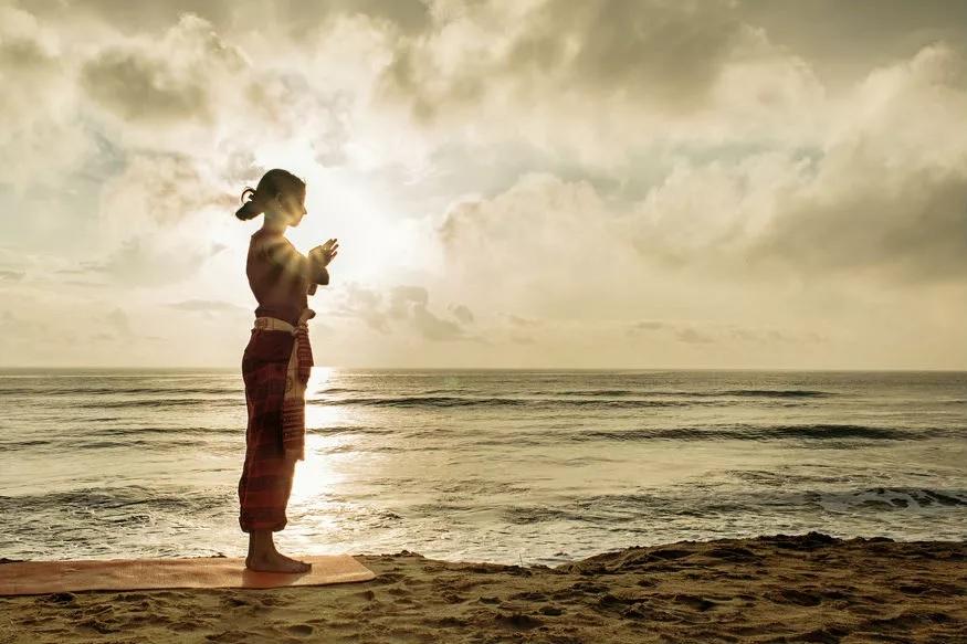सूर्य मुद्रा दुसऱ्यांदा केल्याने मनातील चिंता दूर होण्यास मदत होते आणि मन तणावमुक्त व्हायला मदत होते. याशिवाय सूर्य मुद्रेमुळे पाचनक्रियेशी संबंधीत समस्याही दूर होतात.