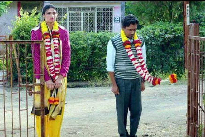 मुंबई : बॉलीवुड अभिनेता (Bollywood Actor) नवाजुद्दीन सिद्द्की (Nawazuddin Siddiqui) आणि आथिया शेट्टी (Athiya Shetty) यांच्या आगमी 'मोतीचूर चकनाचूर' (Motichoor Chaknachoor) या चित्रपटाचं नवं गाणं  'कैसे बनेगी सरकार' (Kaise Banegi Sarkar) रिलीज झालंय.