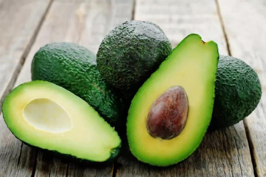 Avocado - Avocadoमध्येही त्वचेला उपयुक्त असणारे अनेक घटक असून प्रतिकार शक्ती वाढविण्यासाठी ते उपयुक्त आहे.