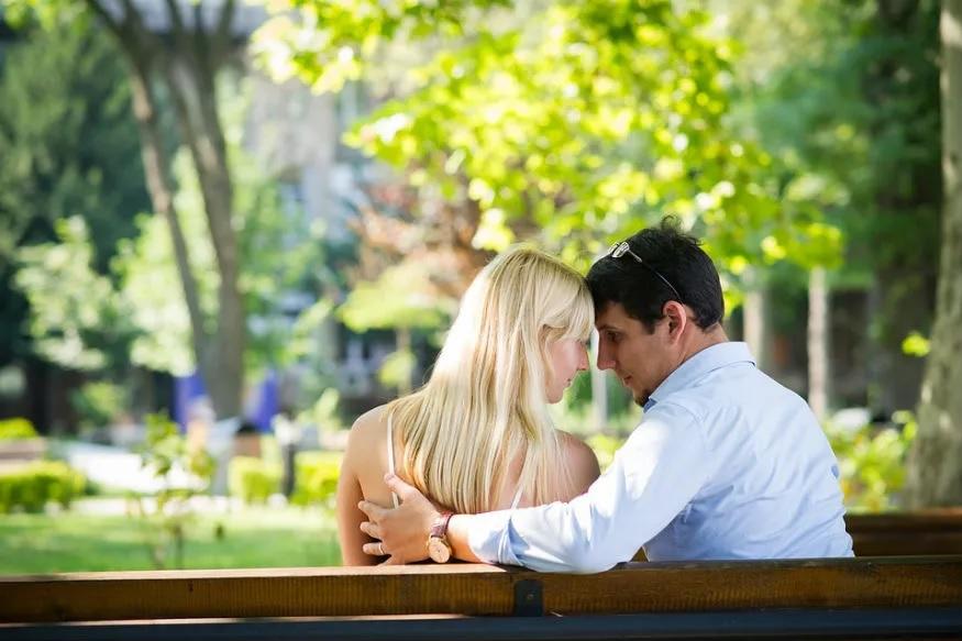 भेटल्यानंतर चर्चा करत असताना वाद होईल असे विषय चुकूनही काढू नका.