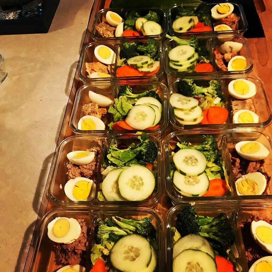 दररोजच्या जेवणात तेलकट-तुपकट पदार्थ गोड खाणं हे कटाक्षाने टाळलं पाहिजे.
