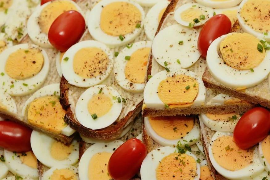 भरपूर प्रोटीन असल्याने अंडी हिवाळ्यात खाल्ली जातात. त्यात 9 प्रकारचे अमीनो अॅसिड असतात. त्याचबरोबर ओमेगा 3नही असतं.