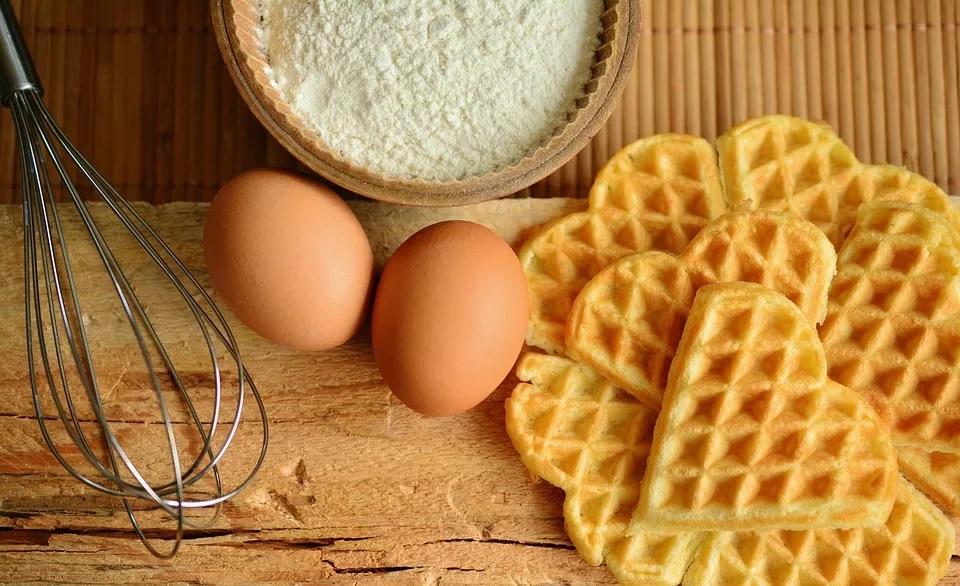 अंडी ही स्वस्त आणि मिळायला सोपी असल्यामुळे ती सर्वसामान्यांच्या अवाक्यात आहेत. त्यामुळे गरीबांसाठीही ते चांगलं खाद्य आहे.