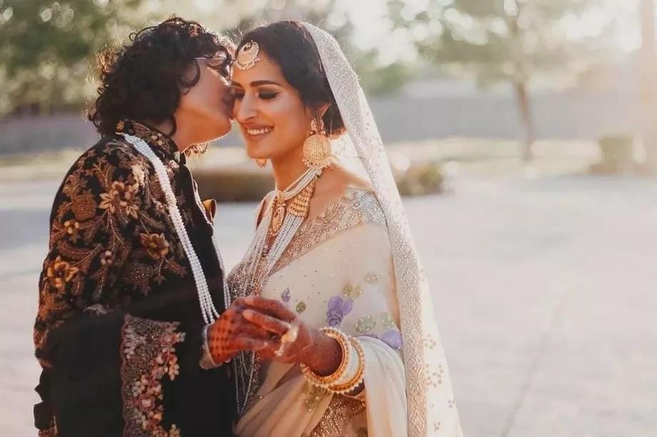 दोन महिन्यांपूर्वी अशाच प्रकारे एका भारतीय आणि पाकिस्तानी मैत्रिणींनीही लग्न केलं होतं. बियानका ही भारतीय मुलगी तर सायमा ही पाकिस्तानी मुलगी आहे. (Photo-प्रतिकात्मक)