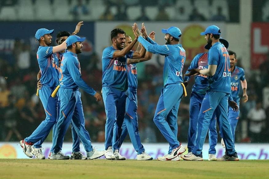 टीम इंडियाच्या युवा ब्रिगेडनं भारत-बांगलादेश यांच्यात झालेली टी-20 मालिका आपल्या खिशात घातली. जसप्रित बुमराह, भुवनेश्वर कुमार, कुलदीप यादव किंवा रवींद्र जडेजा यांच्यापैकी एकही स्टार खेळाडू नसताना भारतीय गोलंदाजांनी सर्वोत्तम कामगिरी केली.