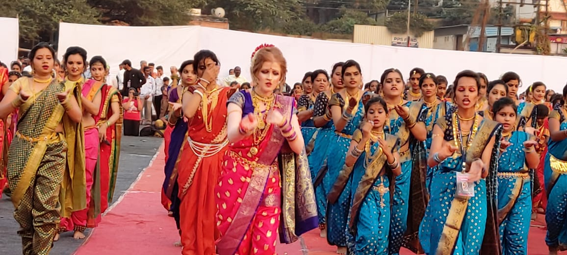 लावणी ही महाराष्ट्राची अस्सल लोककला. ग्रामीण भागात मनोरंजनाचं मुख्य साधन ही लावणीच होती. आता काही भाग वगळता लावणी फारशी होत नाही.