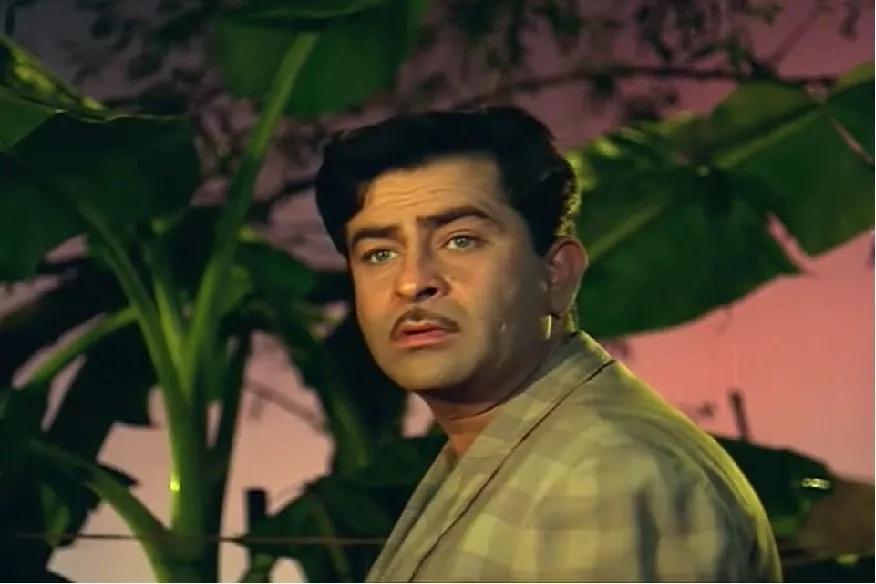 बॉलिवूडचे सर्वात मोठे शोमॅन राज कपूर यांचा आज वाढदिवस. त्यांचा जन्म 14 डिसेंबर 1924ला पेशावर (सध्याचं पाकिस्तान)मध्ये झाला होता. वडील पृथ्वीराज कपूर यांच्या पावलावर पाऊल ठेऊन अभिनय क्षेत्रात आलेल्या राज कपूर यांनी हिंदी सिनेसृष्टी एकपेक्षा एक हिट सिनेमे देत इतिहास रचला.