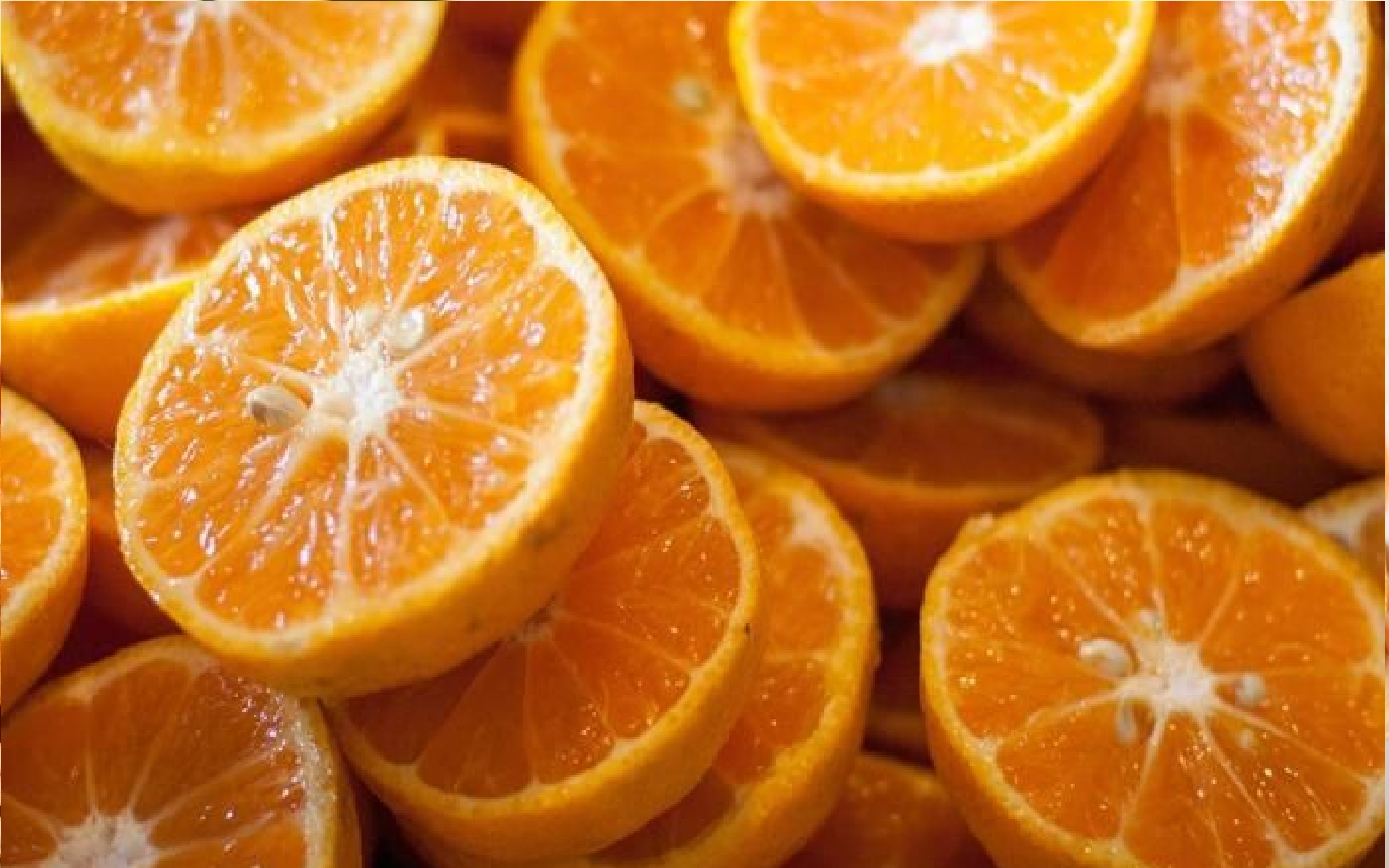 संत्र्यात मोठ्या प्रमाणावर फायबर असतं,त्यामुळे पचनक्रिया सुरळीत राहते.वजन आणि रक्तातल्या साखरेचं प्रमाण नियंत्रणात ठेवण्यासाठीसुध्दा या तंतूंचा (फायबरचा)चांगला उपयोग होतो.