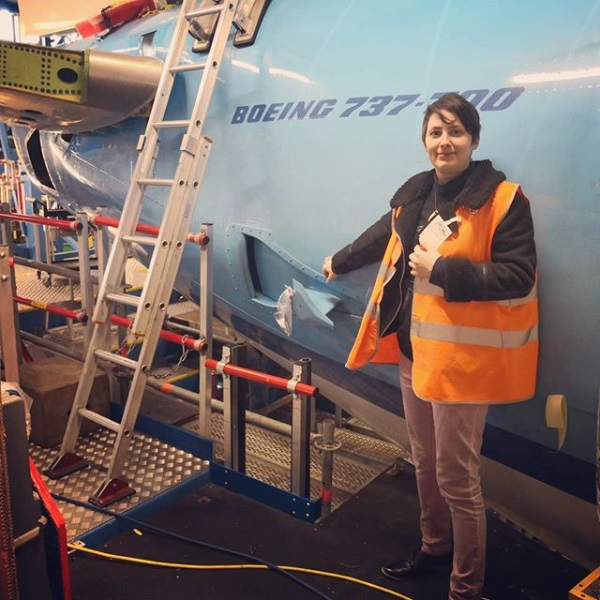मिशेल कोबके (Michele Kobke) असे या तरुणीचे नाव असून मार्चमध्ये तिचा बोईंग 737-800 या विमानाशी विवाह होणार आहे. अॅमस्टरडॅममध्ये मोठ्या थाटात हे लग्न होणार आहे.