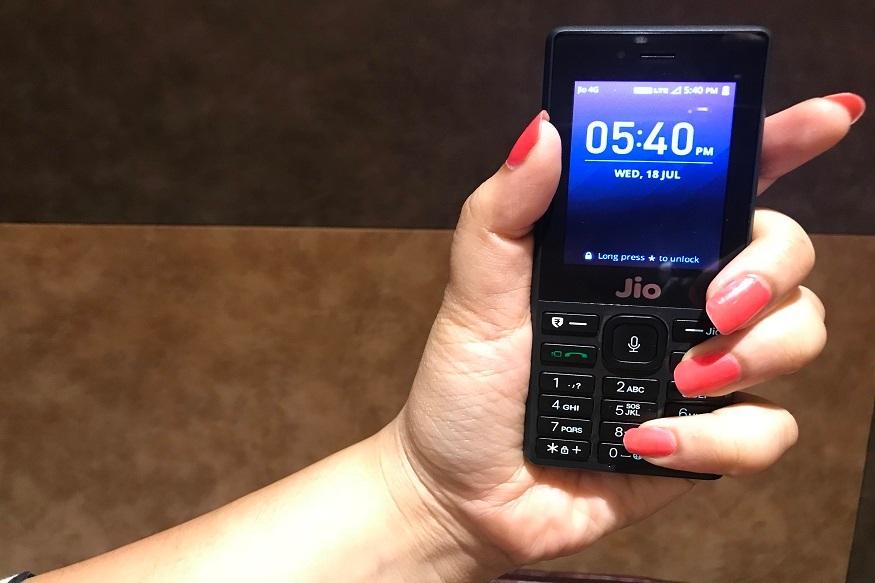 कंपनीने जिओ टू जिओ फ्री कॉलिंग दिले आहे. तसेच इतर नेटवर्कसाठी 500 मिनिटे दिली आहेत. हा प्लॅन फक्त जिओ फोनसाठी असणार आहे.