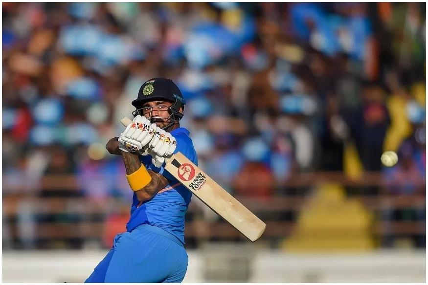 न्यूझीलंडमध्ये दोन टी20 सामन्यात अर्धशतकं करणारा केएल राहुल पहिलाच भारतीय खेळाडू ठरला आहे. श्रेयस अय्यर, सुरेश रैना, रोहित शर्मा, युवराज सिंग यांनी न्यूझीलंडमध्ये प्रत्येकी एक अर्धशतक केलं आहे.