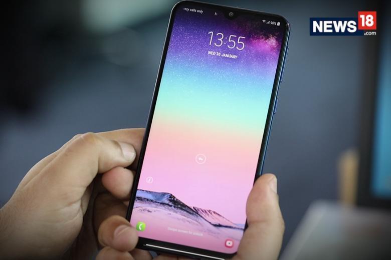 भारतात सर्वात जास्त मोबाईल वापरण्याचं आणि एक्सचेंज करण्याचं प्रमाण आहे असं एका अहवालातून समोर आलं आहे. साधारण 15 हजार रुपयांपर्यंतचा स्मार्टफोन घेण्यावर ग्राहकांचा अधिक भर असतो. सध्या प्रजासत्ताक दिनानिमित्तानं अमेझॉन, फ्लिपकार्ड, स्नॅपडिलवर सेल सुरू आहे. तुम्ही जर नवीन फोन घेण्याचा विचार करत असाल किंवा जुना देऊन नवीन घेत असाल तर आज आम्ही तुम्हाला नवीन मोबाईल निवडण्यासाठी मदत करणार आहोत.
