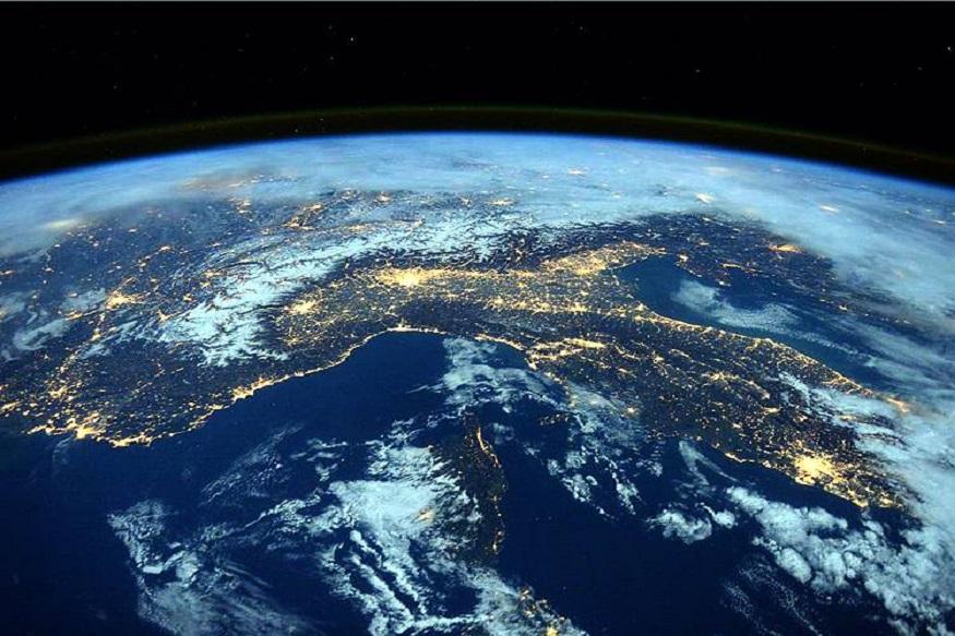 पृथ्वीचा 70% भाग हा समुद्रांनी वेढलेला आहे. फक्त 30% भाग ही जमीन आहे, जिथे माणूस राहतो. आपण ग्लोबल वार्मिंगमुळे समुद्राची पातळी वाढत आहे अशा बातम्या वाचतो. पण जर पृथ्वीवरील सर्व समुद्र सुकले तर? याचा कधी विचार केला आहे? याच संदर्भात नासाने (NASA) एक भीतीदायक व्हिडीओ शेअर केला आहे. (फोटो-नासा)