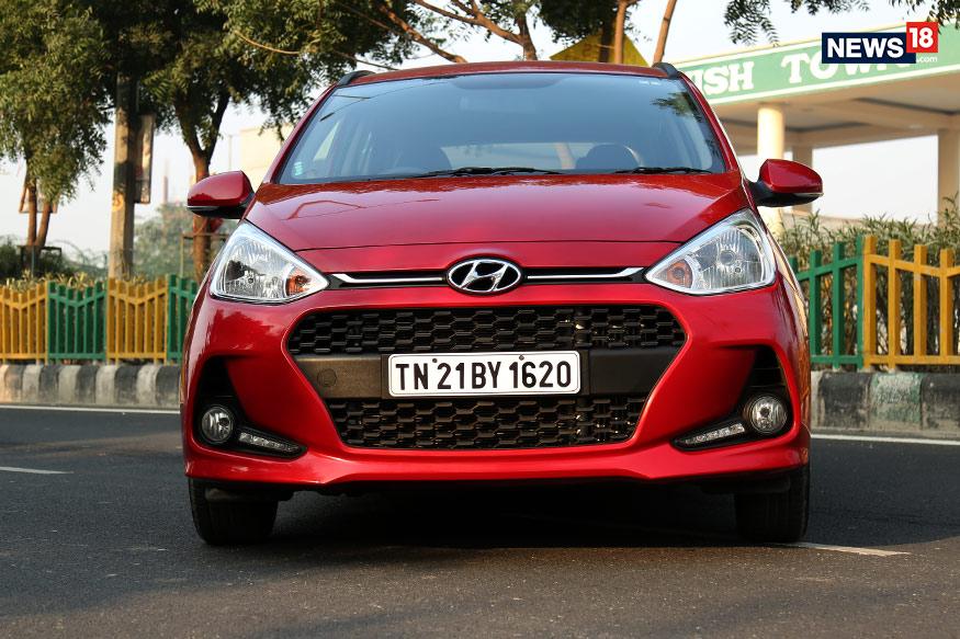 GRAND i10: यातील पेट्रोल आणि डिझेलच्या व्हॅरिँटवर 75 हजारापर्यंतचे फायदे आहेत. एक्स शोरूम दिल्लीतील या गाडीची किंमत 6 लाख रुपयांपासून 6.57 लाख रुपये इतकी आहे.
