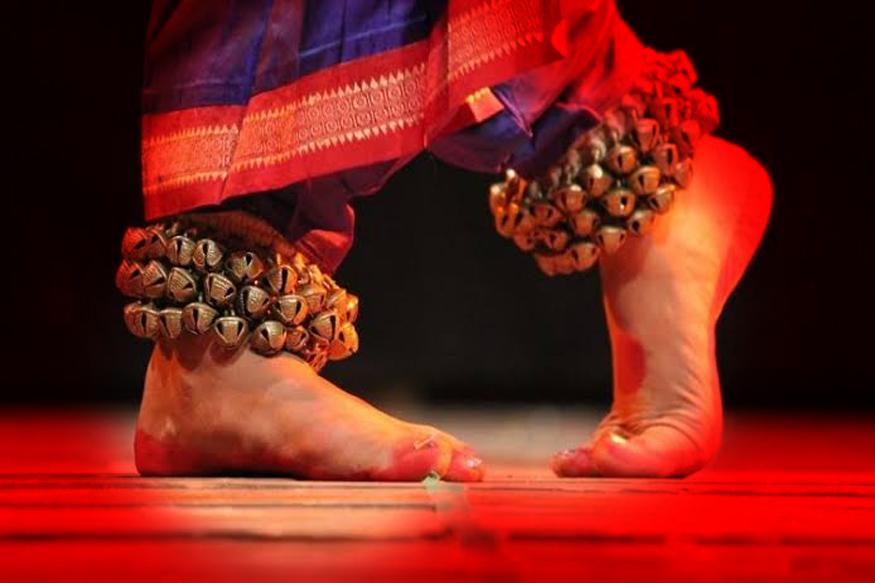 डान्स टिचर - तुम्ही एखाद्या डान्सचं प्रशिक्षण घेतलं असेल, तर तुम्ही परदेशात डान्स क्लासेस घेऊ शकता.