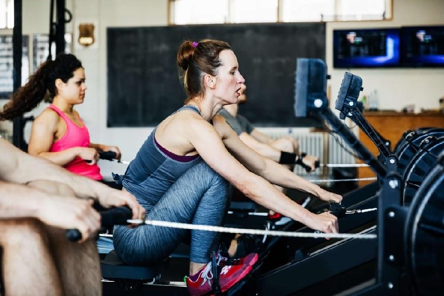 कठीण व्यायाम - मासिक पाळीत पोटात, पाठीत दुखत असेल, तर जास्त शारीरिक श्रम किंवा कठीण व्यायाम करू नये. यामुळे तुमच्या शारीरिक वेदना तीव्र होऊ शकतात, शिवाय अशक्तपणाही वाटू शकतो. थकव्यामुळे भूक लागणं, उलटी होणं अशा समस्याही उद्भवू शकतात. त्यामुळे हलका व्यायाम करा.