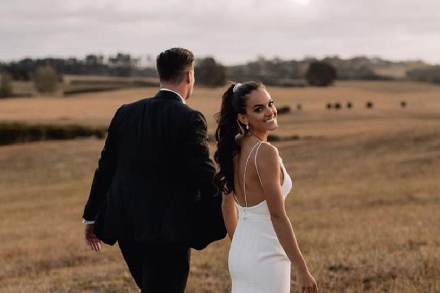 जॉर्जिया इंग्लंडसोबत त्याने गेल्यावर्षी साखरपुडा केला होता. त्यानंतर आता लग्न झाल्याचं त्याने इन्स्टाग्रामवर फोटो शेअर करून सांगितलं आहे.