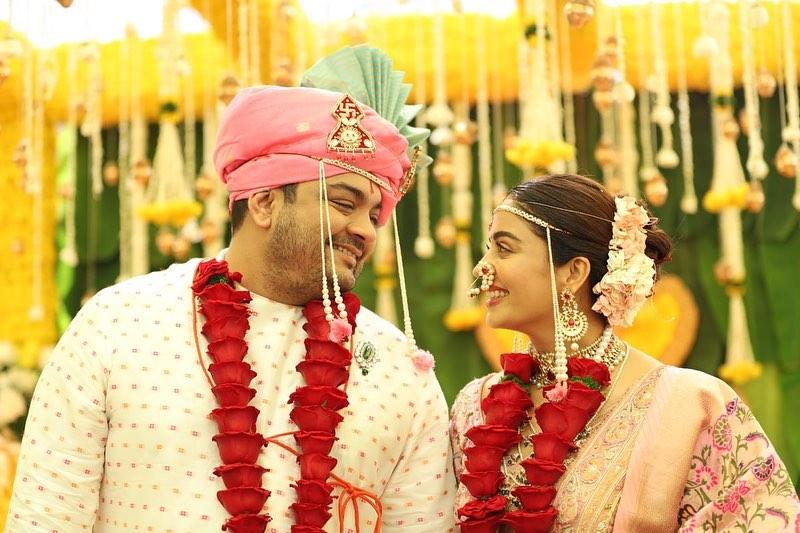 नेहा आणि शार्दुलच्या लग्नाचे फोटोही सोशल मीडियावर खूप व्हायरल झाले होते. याशिवाय तिनं लग्नात घेतलेल्या उखाण्याचा व्हिडीओ सुद्धा चर्चेचा विषय ठरला होता.