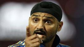 '50 लाख लोकसंख्येचा देश वर्ल्ड कप खेळतो आणि आपण हिंदू- मुस्लिम खेळतोय' - हरभजन सिंग