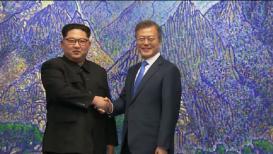 आशिया खंडात ऐतिहासिक क्षण, सीमेवर भेटले दोन्ही कोरियाचे नेते!