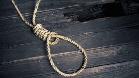 पत्नीने केली आत्महत्या, 8 तास मृतदेह गाडीत घेऊन फिरत होता पती