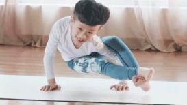 चीनमध्ये 'हा' सात वर्षांचा 'योग गुरू' महिन्याला कमावतो 10 लाख !