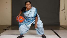 अभिनेत्री उषा नाईक येतायत फुटबाॅल खेळायला!