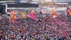 PHOTOS : मुंबईतल्या गिरगाव चौपाटीवरील गणेश विसर्जनाची विहंगम दृश्ये