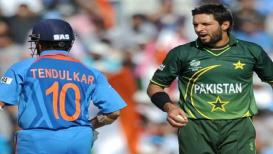 Asia Cup 2018 : जेव्हा चक्क मैदानातच भांडले भारत-पाकिस्तानचे 'हे' खेळाडू