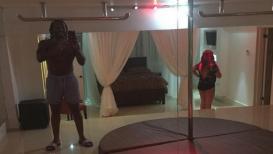 क्रिस गेलच्या घरी स्ट्रिप क्लब, बेडरूममधून पाहतो मुलींचा पोल डान्स
