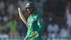 Live Cricket Score, India Vs Pakistan Asia Cup 2018: पाकिस्तानचा अर्ध संघ तंबूत, शोएब मलिक आऊट