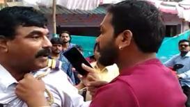 VIDEO: ट्रिपल सीट जाताना हटकलं म्हणून दुचाकीस्वारानं पोलिसावरच उचलला हात!