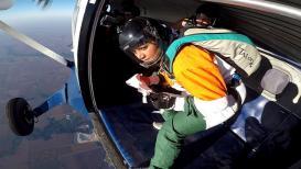 नरेंद्र मोदींना मराठी तरुणीनं दिल्या सर्वात अनोख्या 'हवाई' शुभेच्छा
