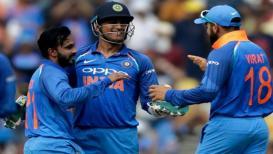 INDvsAUS : सामना सुरू होताच थांबला, पाऊस टीम इंडियाला ऐतिहासिक विजयापासून रोखणार?