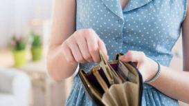 या ६ गोष्टी पाकिटात कधीच ठेवू नका, पैसे खर्च होतील