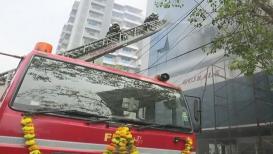कलिना परिसरात बहुमजली इमारतीला भीषण आग, अग्निशमन दलाच्या 6 गाड्या दाखल