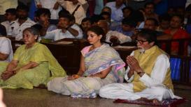 दुर्गाष्टमीला अमिताभ बच्चन यांनी कुटुंबासोबत घेतलं देवीचं दर्शन