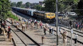 PHOTOS : जेव्हा त्या मृत्यूच्या ट्रॅकवर धावली पहिली ट्रेन!