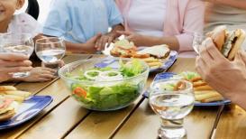 जेवण झाल्यानंतर या ५ गोष्टी अजिबात करू नका, होईल मोठं नुकसान